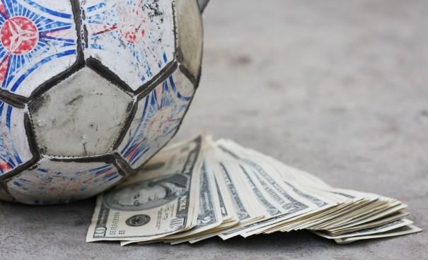 Transferdən ən çox gəlir əldə edən 10 klub - Siyahı